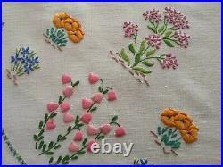 Vintage hand embroidered Irish linen tablecloth Fairistytch wild flowers